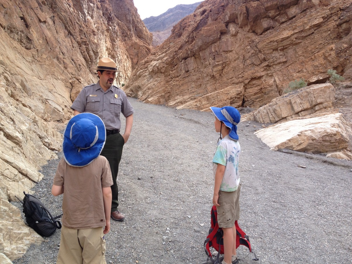 A Death Valley Ranger talking to two boys in Mosaic Canyon