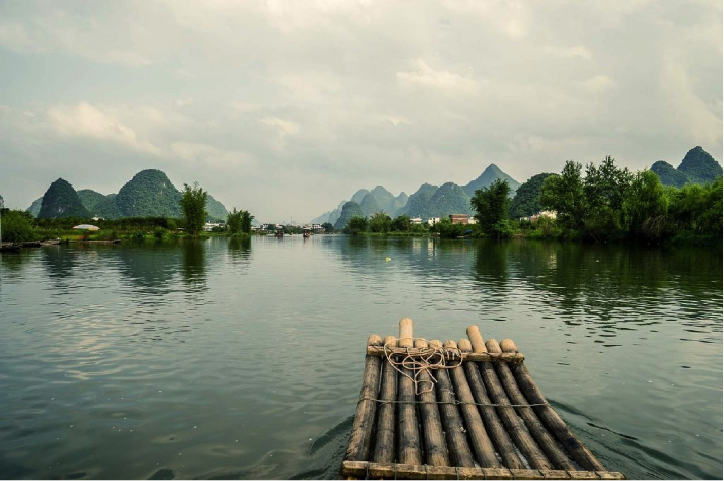 white water rafting on the Zijiang River in Guilin