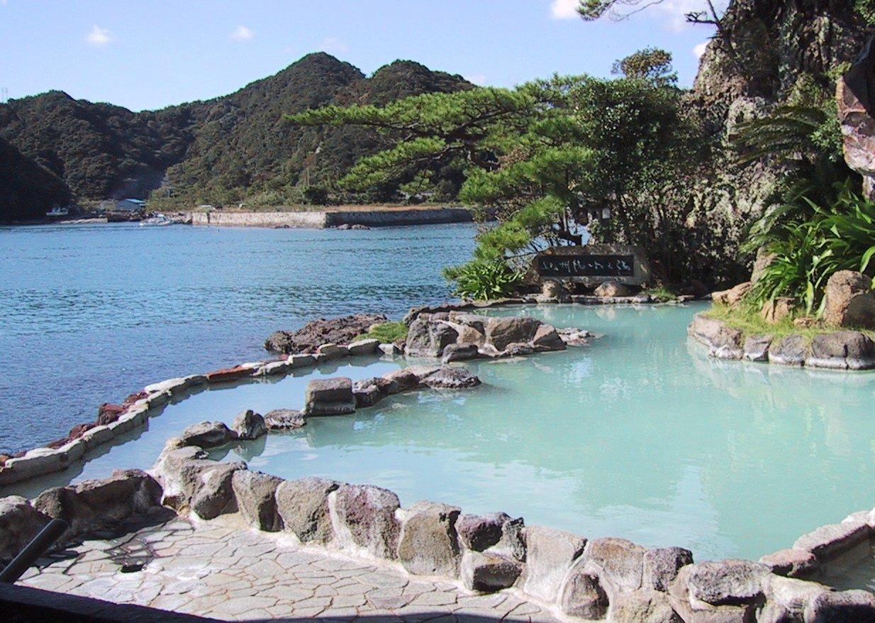 Roten-buro outdoor onsen at Nakanoshima in Nachikatsuura, Wakayama