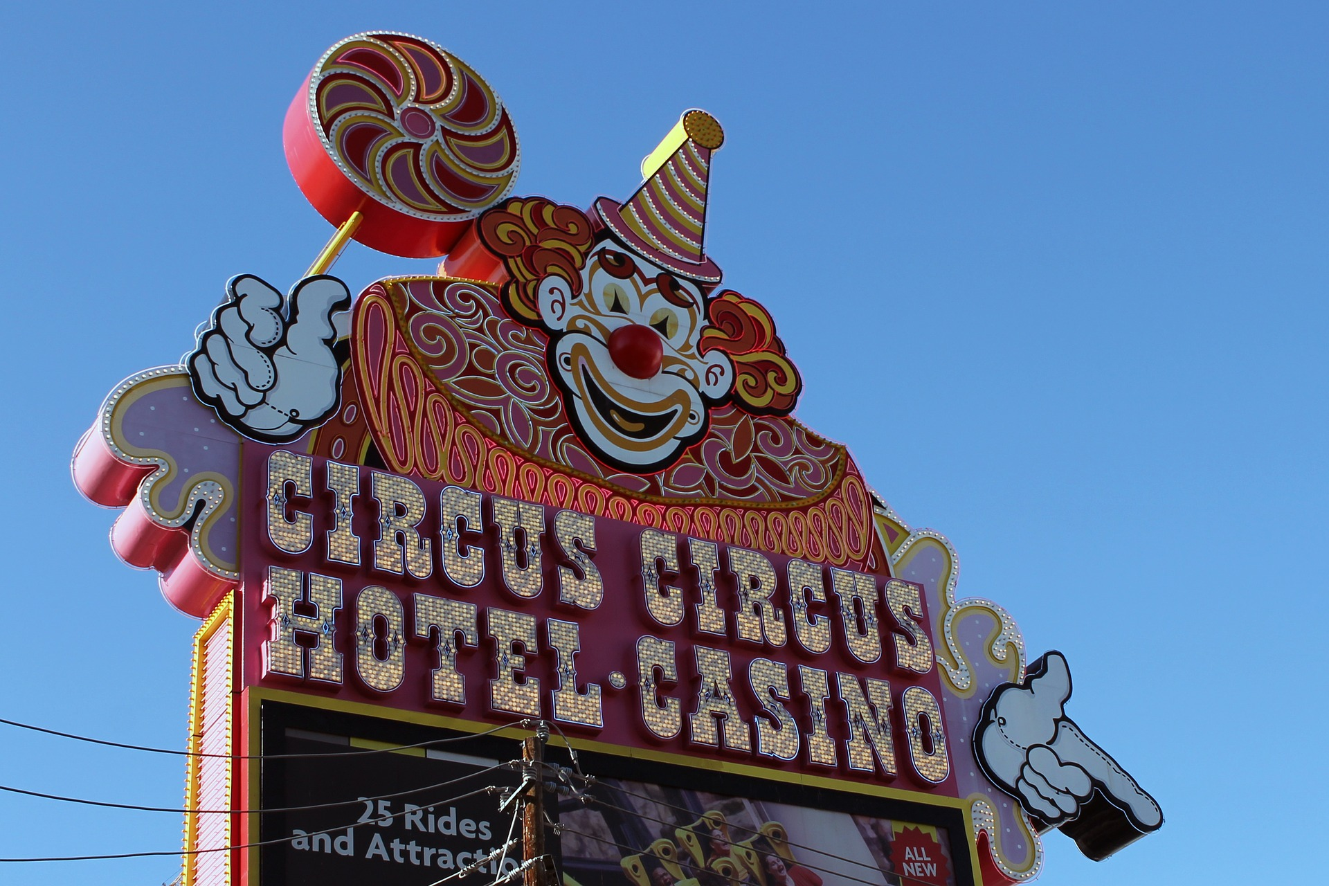 free circus acts in Las Vegas