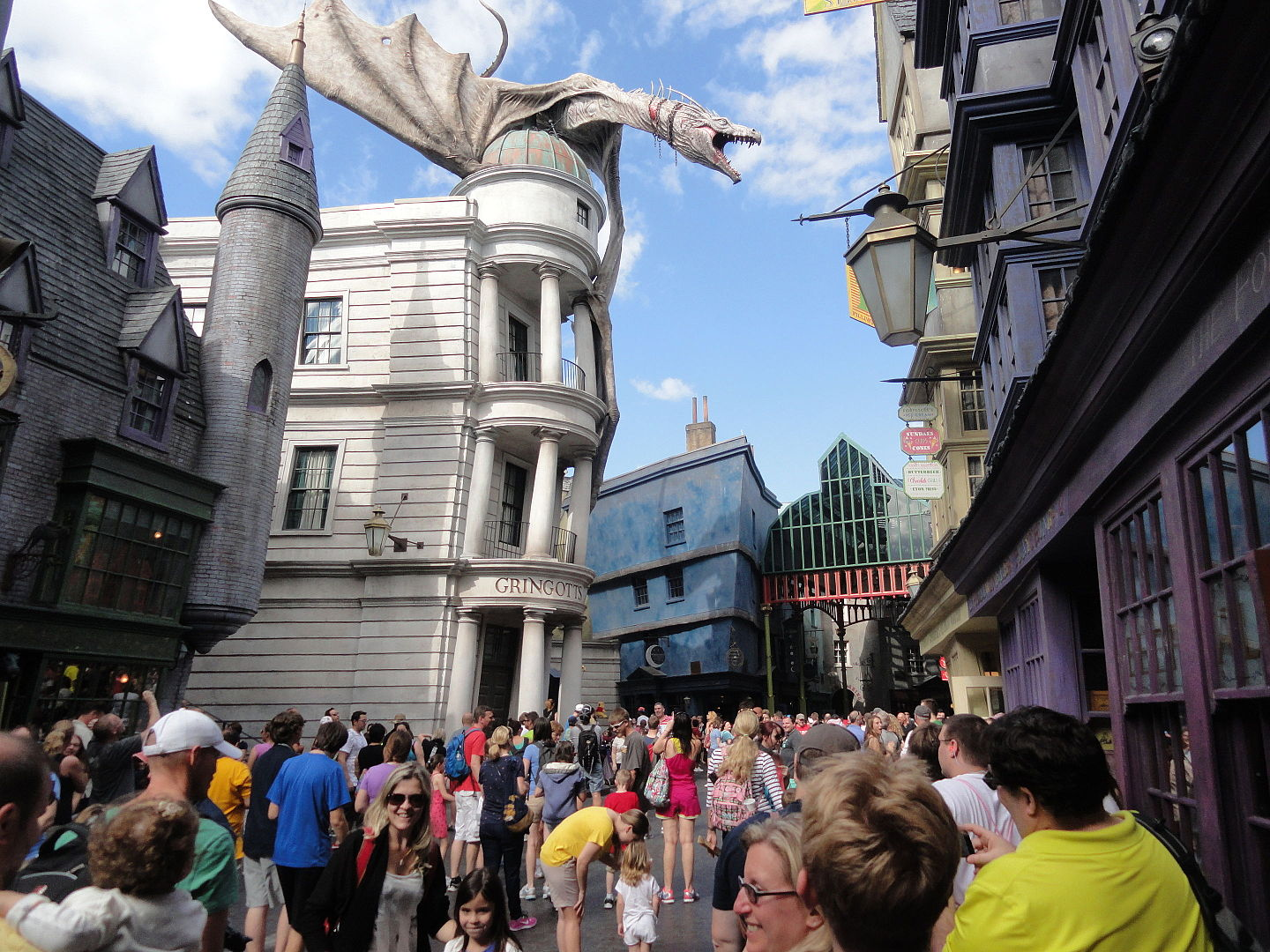 Dragon atop a building in Diagon Alley at Universal Studios Florida