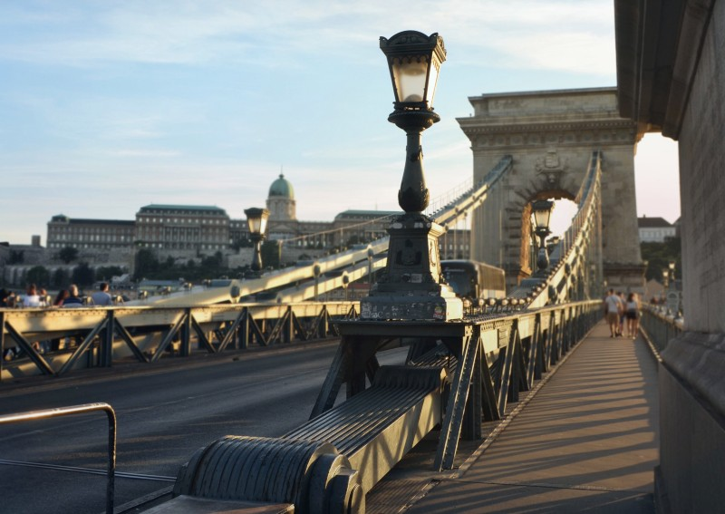 lamp post and Szechenyi chain bridge
