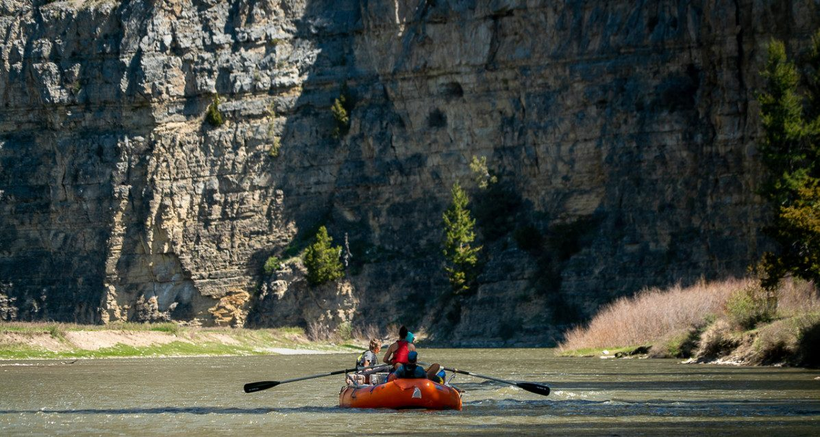 family raft on Smith River